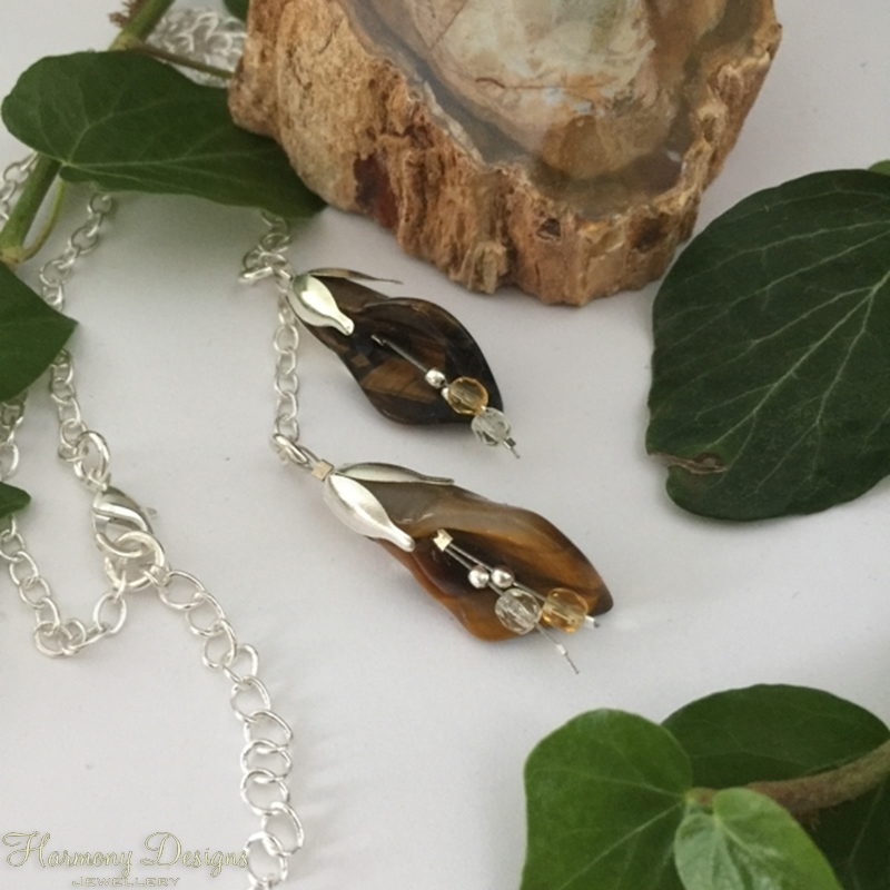 Picture of Distinguished  iridescence - Tigers Eye - Czech Fired Faceted Glass -  Silver Plated - Lilly Shaped -  Necklace - (N47)